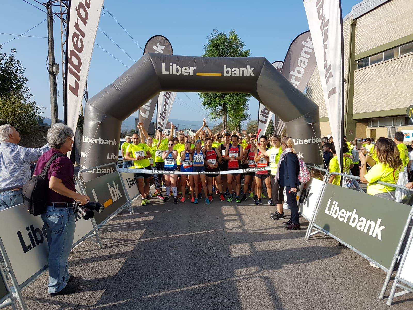 """El Pabellón de Revilla de Camargo acoge a unos 600 participantes en  la II Carrera Solidaria """"Encuentro entre Generaciones"""","""