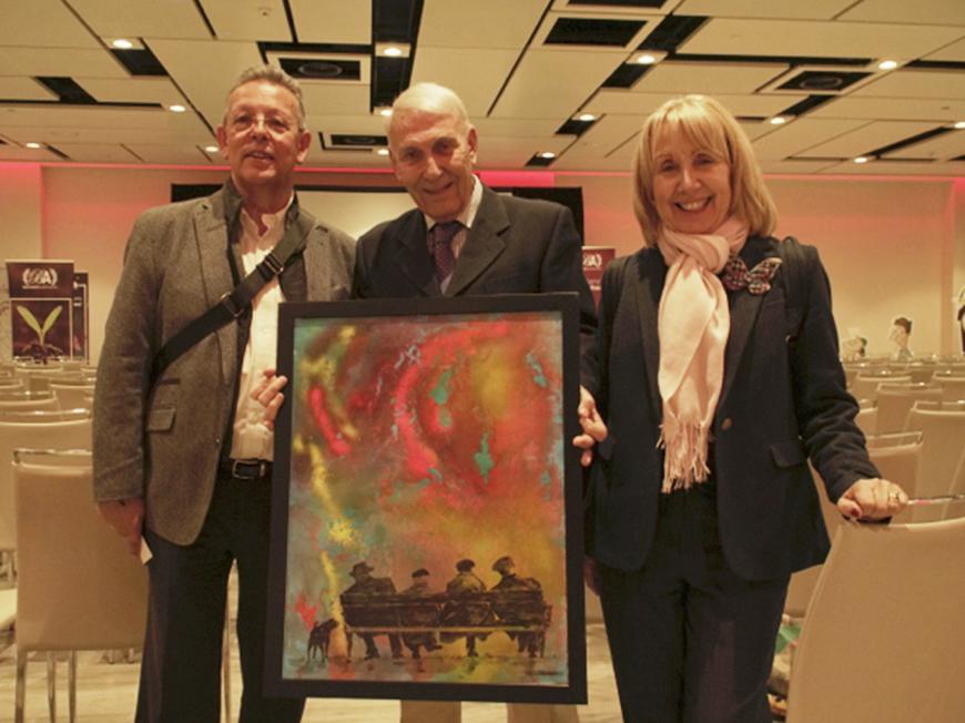 El artista Juan Antonio Poblador Miquel dona un una de sus obras a la Fundación Huellas de Solidaridad