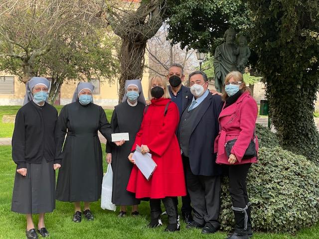 La Fundación de Huellas de Solidaridad entrega a la Residencia de Hermanitas de los Pobres de Salamanca un cheque por 3.500€
